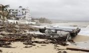 Ураган удари Мексико, хиляди туристи са блокирани