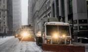 """""""Историческа"""" снежна буря спря транспорта в Ню Йорк"""