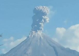 Изригване на вулкана Колима в Мексико 2015