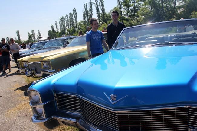 http://m3.netinfo.bg/media/images/18021/18021748/r-651-488-retro-avtomobili.jpg