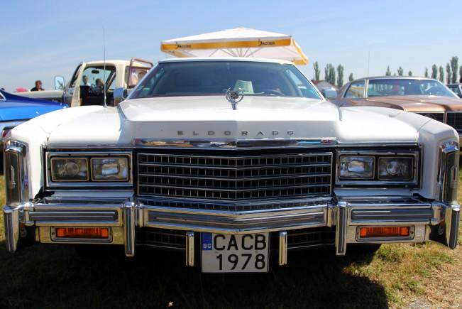http://m3.netinfo.bg/media/images/18021/18021771/r-651-488-retro-avtomobili.jpg