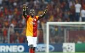 Изхвърлиха Емануел Ебуе от футбола за 1 година