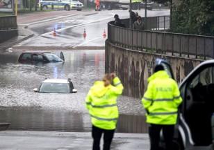 Вода и кал влачат всичко по пътя си в южна Германия