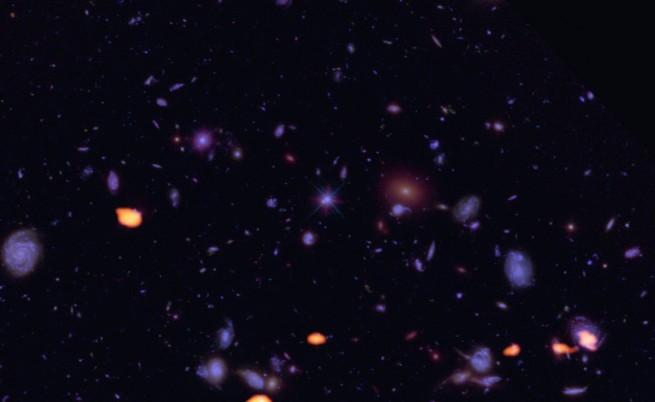 Група стари галактики (в оранжево), всяка на поне 10 млрд. години