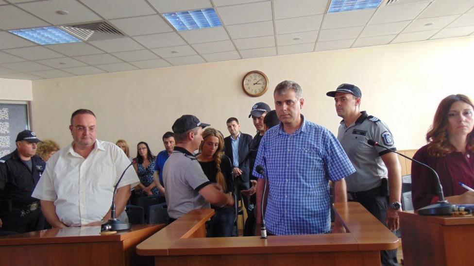 - Обвиненият в корупция кмет на Перущица Ради Минчев беше освободен от поста си с решение на Окръжния съд в Пловдив. От прокуратурата съобщиха, че...