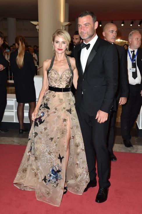 - Британската актриса Наоми Уотс и актьорът от САЩ Лив Шрайбър се разделиха след 11 години заедно. В съвместното си изявление 47-годишната Уотс и...