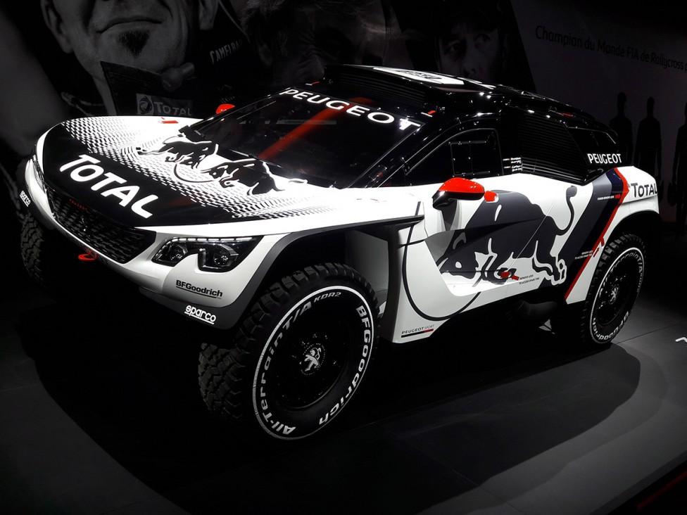 - Сред спортните автомобили акценът е върху сезон 2017 в Световния рали шампионат. В Париж дебют пред публика правят новите бегачки на Toyota, Citroen...