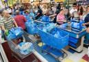 Американци се запасяват със стоки от първа необходимост в очакване на урагана Матю