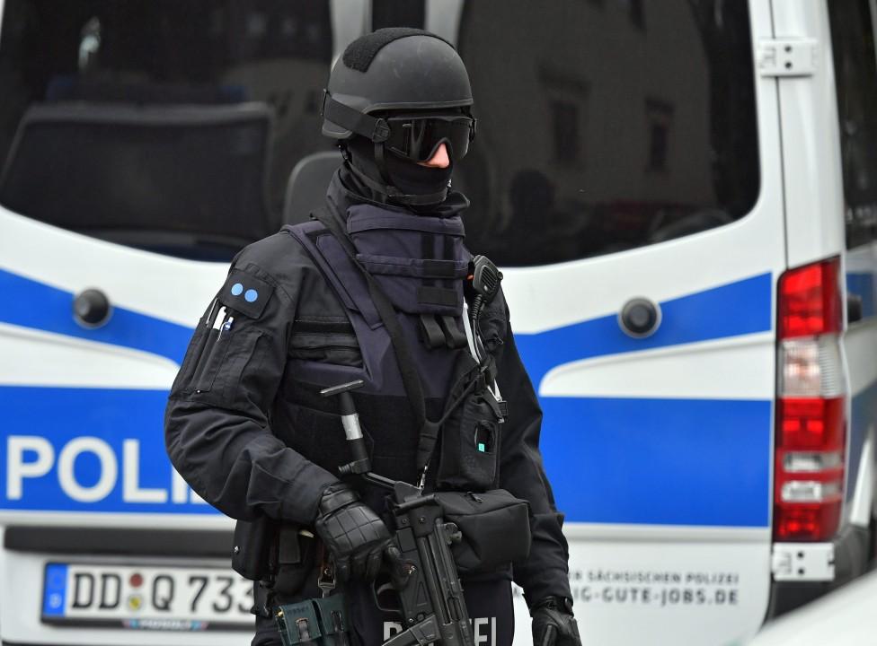 - Сириецът Джамбер Албакр беше задържан в източногерманския град Лайпциг по подозрение, че е подготвял атентати, подобни на извършените в Париж през...