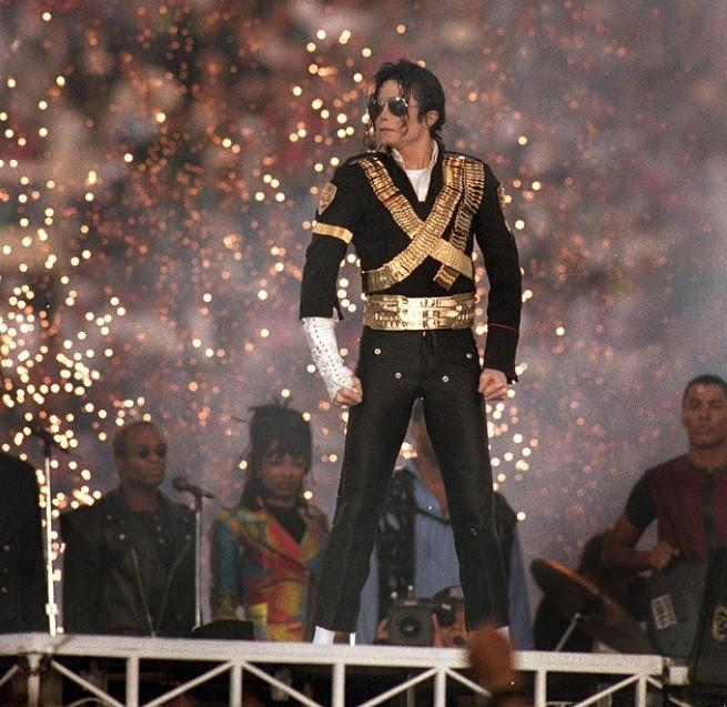 """- Кралят на попа Майкъл Джексън за четвърта поредна година е начело в класацията на сп. """"Форбс"""" за най-печеливши покойни знаменитости.През изминалата..."""