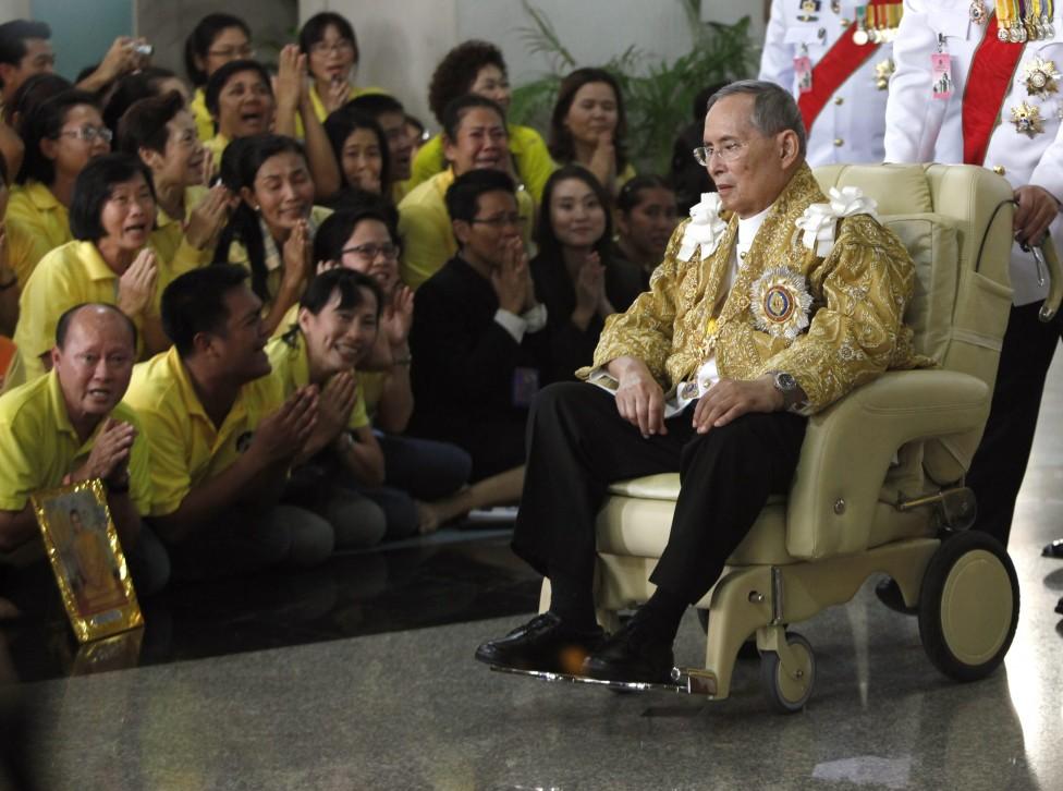 - Кралят на Тайланд Пхумипхон Адунядет почина след дълго боледуване, съобщиха от двореца. Той е най-дълго управлявалият и най-богатият монарх в света...