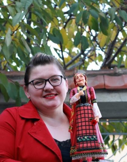 - Българката Валентина Терзиева създаде уникална захарна фигура на голямата народна певица Валя Балканска и с това си извоюва златен медал на тортено...