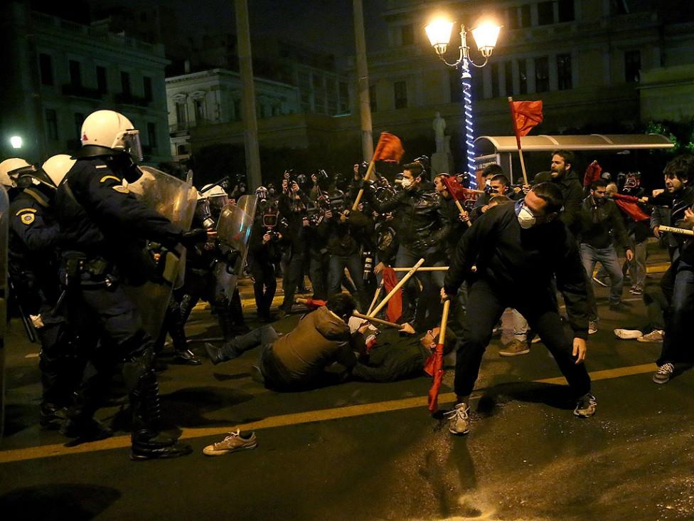 - Няколко хиляди души участваха в протестите в центъра на Атина срещу визитата на американския президент Барак Обама в Гърция