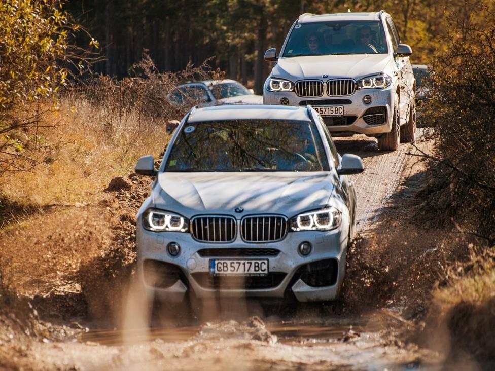 - Един на всеки три автомобила BMW, продавани по целия свят, е оборудван с интелигентната система за задвижване на четирите колела xDrive. Сядам зад...