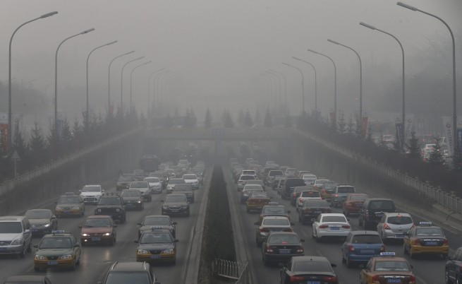 Смог скри небостъргачите в Пекин от поглед