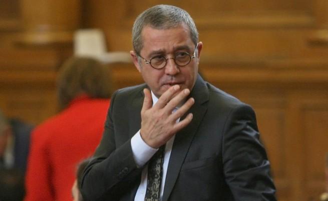 ПМ: Йордан Цонев да напусне комисията за КТБ