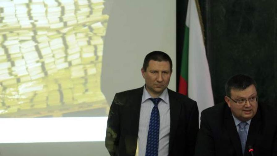 На 15 май 2013 г. главният прокурор Сотир Цацаров и зам.-главните прокурори Борислав Сарафов и Ася Петрова, както и временният ръководиел на Софийската градска прокуратура Роман Василев, дадоха пресконференция в Съдебната палата по повод 350-те хиляди бюлетини, които бяха открити в печатницата в Костинброд и които са извън необходимата бройка за парламентарния вот
