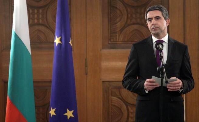 Плевнелиев притеснен за популизма на евровота