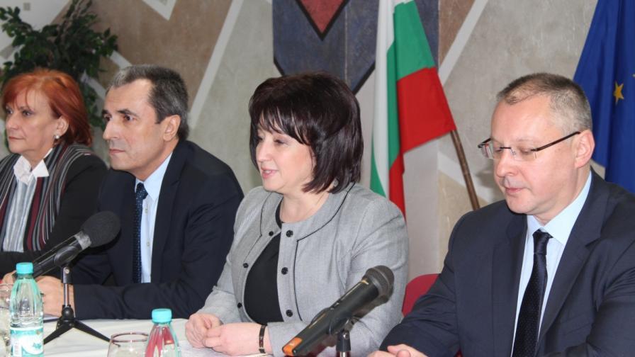 Орешарски и Станишев: Реиндустриализираме