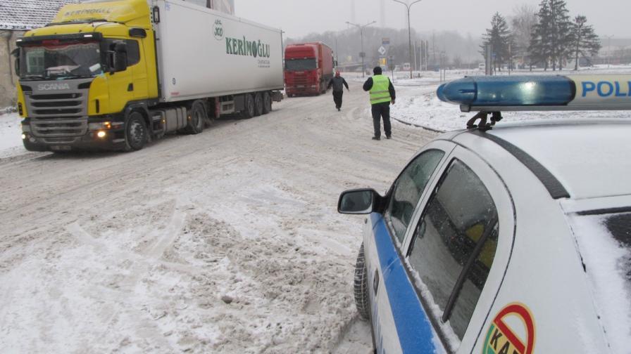 Пред ГКПП Дунав мост днес минават само румънски превозни средства