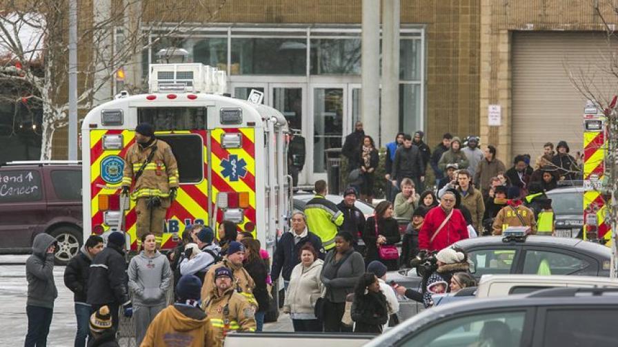 Трима загинали при стрелбата в американски мол