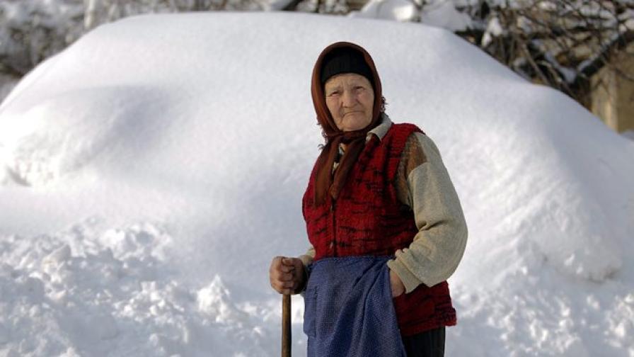 Десетки селища в Румъния под обсадата на снега