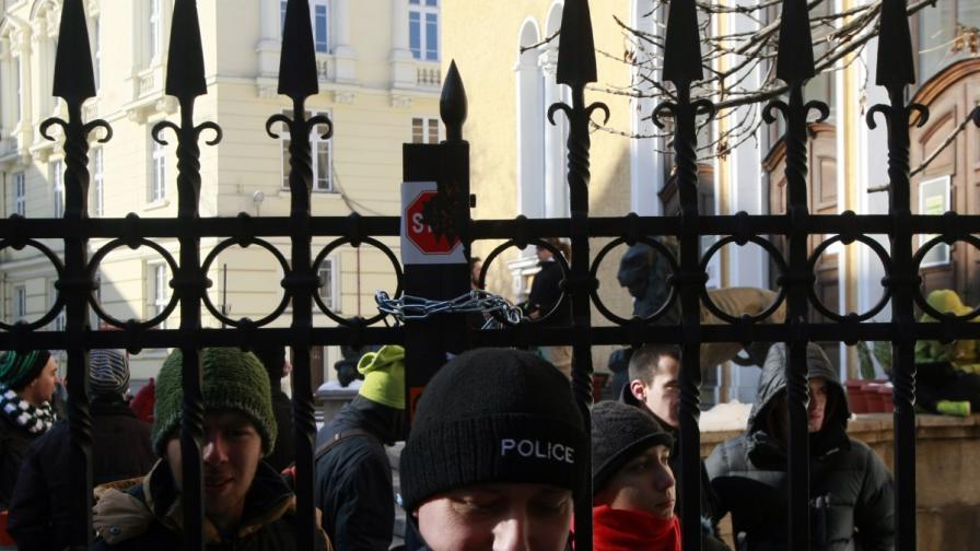 Окупацията на СУ пада, днес е учебен ден