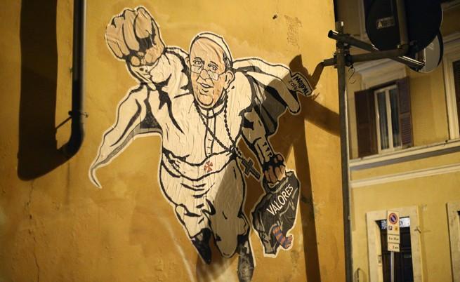 Ватиканът туитна графити на папата като супермен
