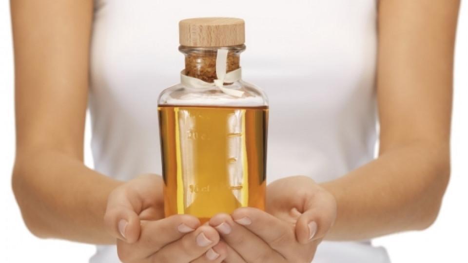 Растителните масла се абсорбират добре от кожата и косата, за да им придадат кадифена мекота и здрав вид