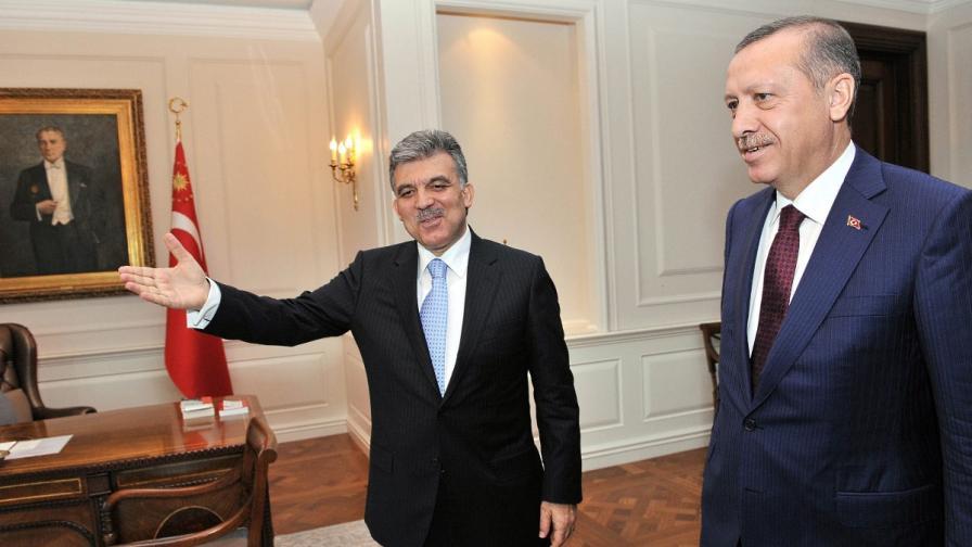 Абдуллах Гюл (вляво) и Реджеп Тайип Ердоган