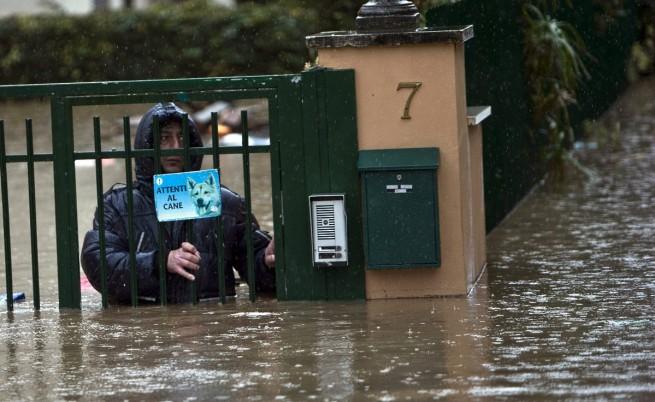 Река Арно причини сериозни наводнения в Пиза и Флоренция