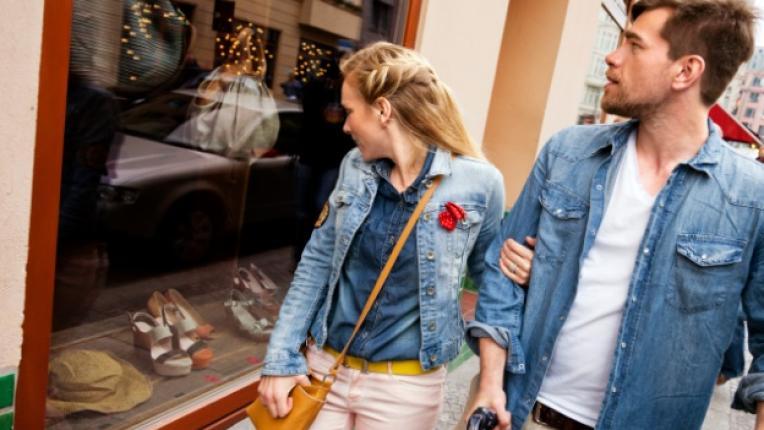 пазаруване дрехи шопинг мерки двойка партньори тоалет