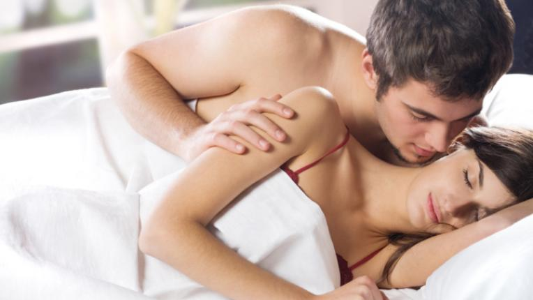 секс легло мъж жена ласки
