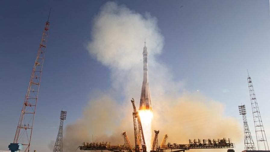 """Космически кораб """"Прогрес"""" излетя от Байконур към МКС"""