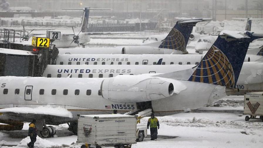 Снежна буря отмени хиляди полети в САЩ