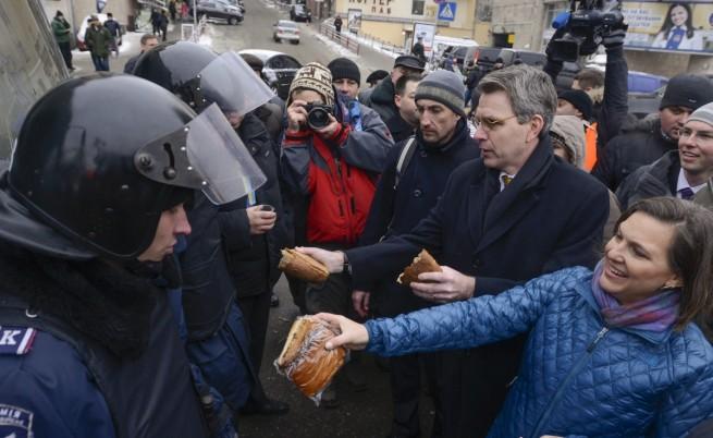 Нюланд и Паят в Украйна