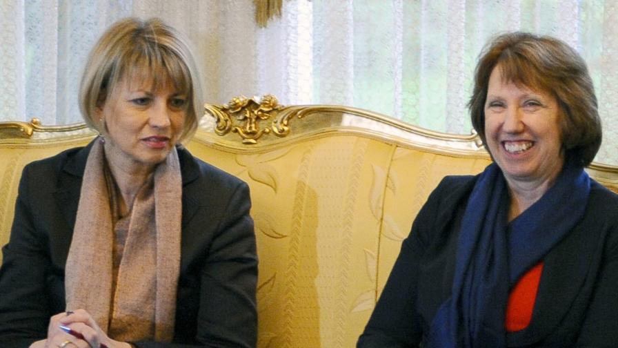Хелга Шмид (л) и Катрин Аштън