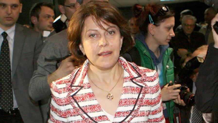 Дончева: Някои кръгове искат сближаване ГЕРБ-БСП