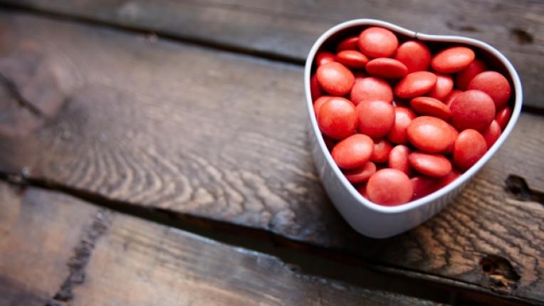 Свети Валентин празник подарък рози картичка бижута статистика