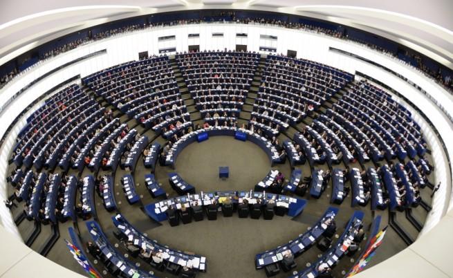 Еврофобите всяха смут на първото заседание на новия ЕП