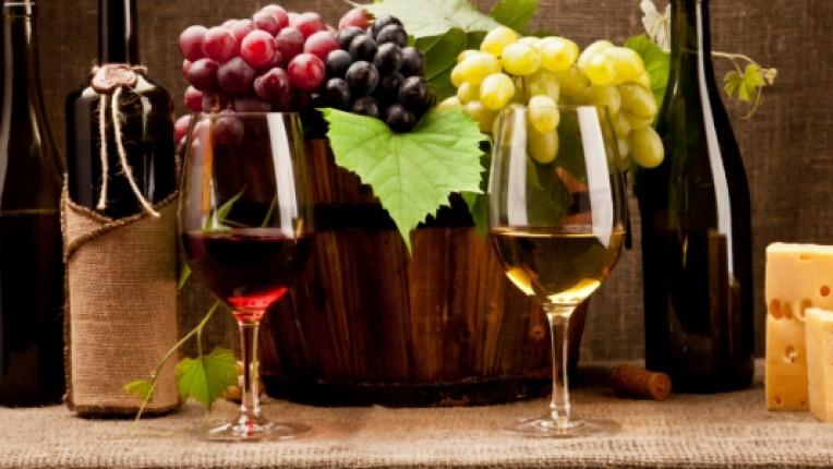вино бяло червено грозде синьо сирене