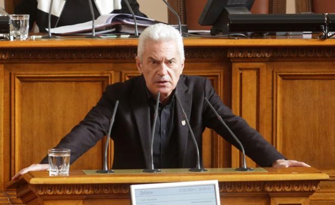 Сидеров заплаши с излизане от парламента