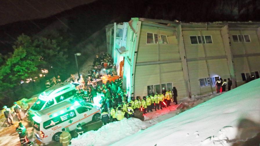 10 загинали и 100 ранени при срутване в Южна Корея