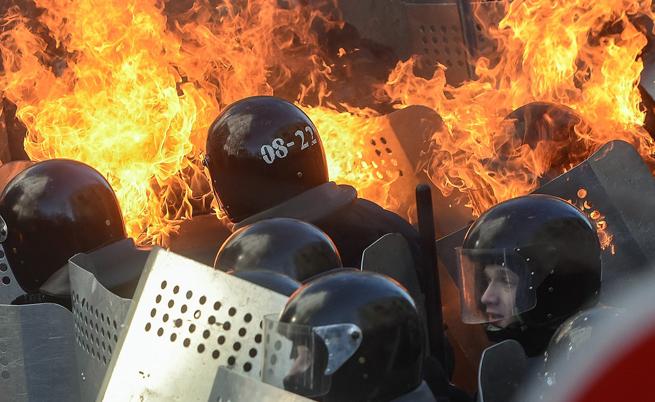 Беркут щурмува площада в Киев