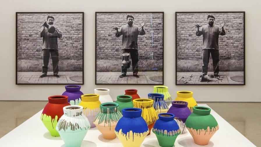 Ай Вейвей осъди разбиването на негова ваза