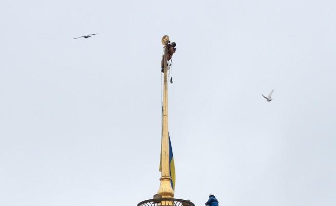 Свалиха звездата от пилона на Върховната рада в Украйна