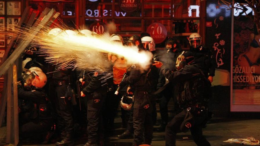 Заради разпространените записи, за които се твърди, че са на Ердоган и сина му, в които се обсъжда корупция в огромни размери, в много градове в Турция има протести с искане за оставката на президента