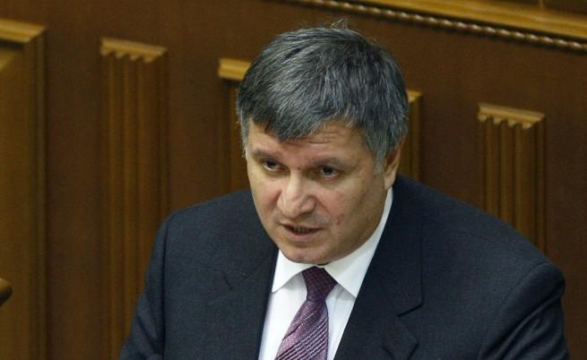 Украйна си върна контрола над двете летища в Крим