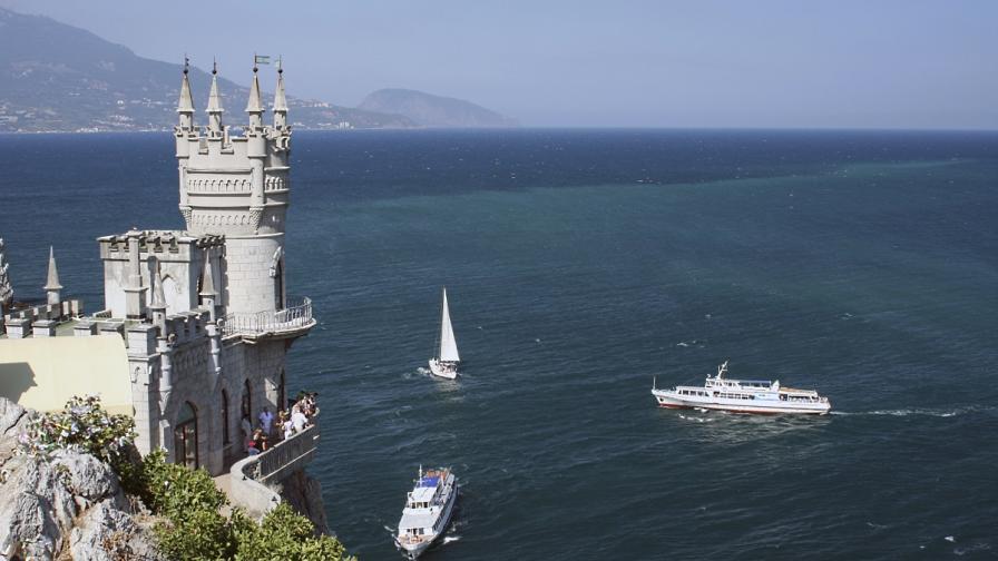 Замъкът Лястовиче гнездо в Крим