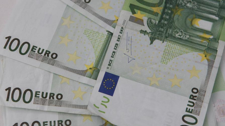 Гръцките депутати трябва да върнат януарските си заплати
